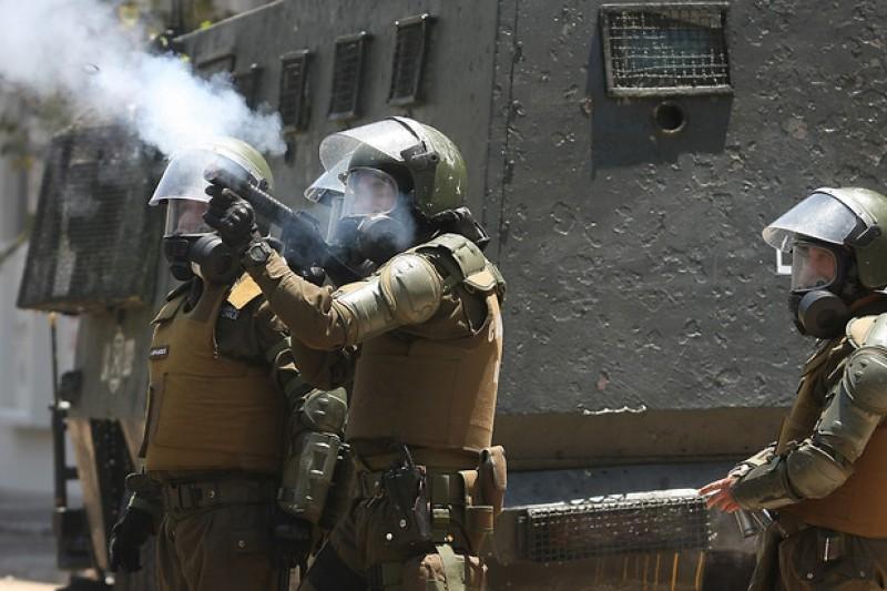 Columna de Roberto Fernández en Radio U. de Chile: «La guerra de Carabineros contra la ciudadanía»
